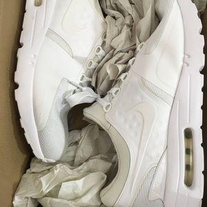 Nike Shoes - Nike AirMax Zero , size 11.